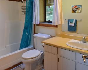 hall-bath-1b