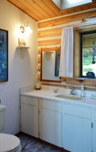 main-bedroom-half-bath-ensuite1b