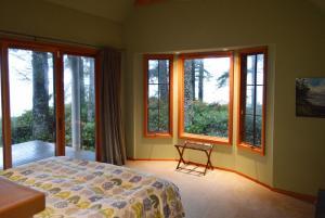 JdFBH-mainbedroom1b