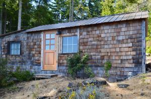 Old-Sooke-Cabin-exterior-1b
