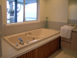 OPH-main-bedroom-ensuite-bath