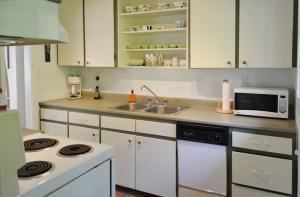 Seacliff-kitchen3b