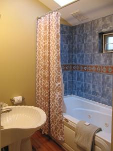 Bathroom1b