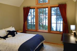 upstairs-bedroom-1b