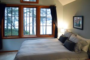 upstairs-bedroom-3b